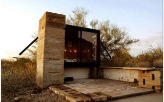 Дом в центре пустыни