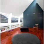 Черный каменный дом в пиренеях