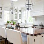Дизайн кухни в частном доме: 14 фото-идей