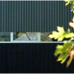 Дом в лиственном лесу новой зеландии