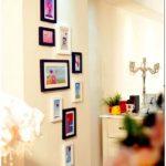 Эффектное оформление стен фоторамками