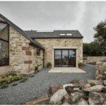 Каменный дом с минималистичным дизайном