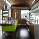 Кухонные гарнитуры (150 фото)