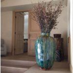 Напольные вазы в интерьере — 70 фото необычного оформления в интерьере