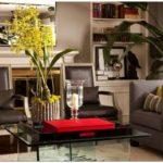Практичный современный дизайн гостиной и семейной комнаты