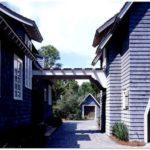 Прекрасный синий дом