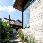 Прозрачный двухэтажный дом в оттаве