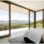 Sunday: 31 спальня с красивым видом из окна