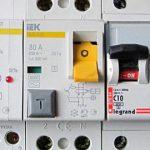 Как выбрать автоматический выключатель для дома какой лучше