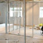 Монтаж перегородок из стекла, цена установки стеклянных перегородок в офисе