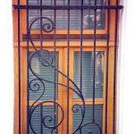 Кованые решетки на окна (50 фото) — декоративные металлические ограждения