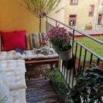 Как сделать уютную комнату отдыха на лоджии, Комната для встреч с друзьями на балконе