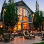 Варианты арочных окон в интерьере и экстерьере дома и квартиры
