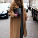 С чем носить длинное женское пальто по стилю и фасону, в клетку, невысоким, с какой обувью