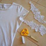 Как украсить футболку кружевом
