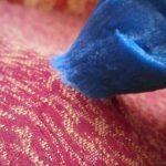 5 способов как отстирать лизуна с одежды, ковра, дивана и волос