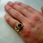 Почему перстень носят на мизинце кто из звезд носит кольцо на мизинце