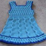 Платье для девочки спицами (вязаное платье, схемы с описанием) — Голубое платье с бантиком спицами
