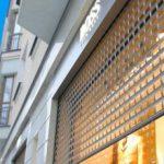 Применение прозрачных рольставень для загородного жилья