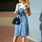 С чем носить джинсовый сарафан модные комбинации и подбор аксессуаров