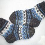 Красивые узоры для вязания носков спицами праздничные модели