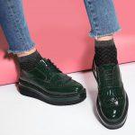 С чем носить женские зеленые ботинки стиль, модель, ситуация, цветовые сочетания