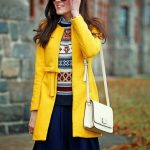 С чем носить желтое пальто по стилю, фасону, цвету; обувь и аксессуары