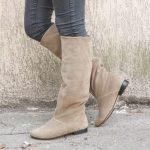 С чем носить бежевые замшевые сапоги с чем носить длинные и короткие замшевые сапоги бежевого цвета
