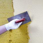 Как наносить декоративную штукатурку на стены, видео