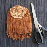 Как сделать волосы кукле из пряжи приклеить или связать