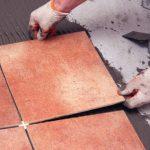 Как приклеить плитку на плитку можно ли класть кафель на кафель, чем приклеить на пол, нюансы
