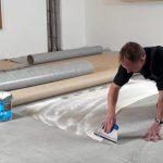 Клей для линолеума на бетонный пол – советы по выбору