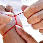 Шерстяная нитка на запястье для чего целебные и магические свойства