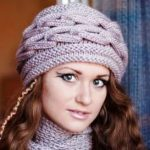 Объемная шапка спицами вяжем объёмную шапку с отворотом спицами