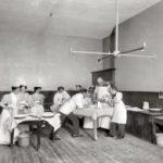 Почему врачи носят белые халаты исторические сведения и интересные факты