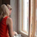 Чем и как правильно покрасить деревянное окно