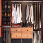 Как выбрать раздвижную дверь для гардеробной и какая модель подойдет лучше