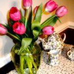 В какую воду ставить первоцветы, как ухаживать за срезанными тюльпанами и как реанимировать