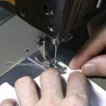 Как вшить молнию в куртку Подготовка к работе, выпарывание старой молнии, замена замка в куртке с
