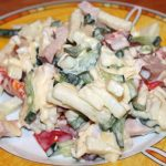 Какой приготовить салат с копченым сыром