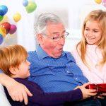 Подарок дедушке на день рождения — что подарить дедушке на день рождения