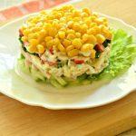 Салат крабовыми палочками и кукурузой классический