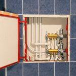 Устанавливаем сантехнический люк в санузле