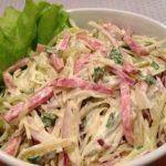 Салат с колбасой копченой и огрурцами рецепт