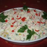 Салат салат с крабовыми палочками