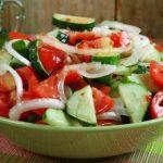Салат из огурцов и помидорво