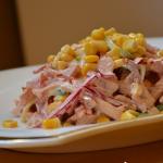 Салат с курицей и копченой курицей