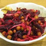 Салат с квашеной капустой, зеленым горошком и свеклой рецепт