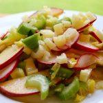 Рецепт салата с сельдереем, яблоком и редисом