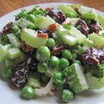 Салат из сельдерея, горошка и чернослива рецепт